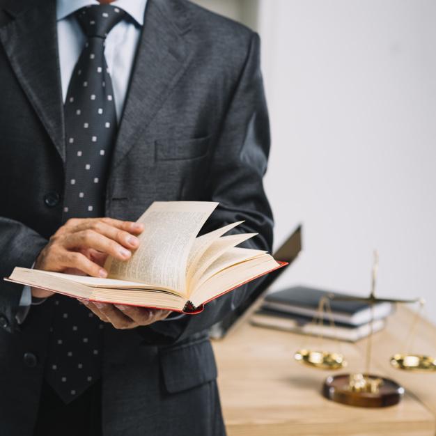 Engager un avocat professionnel pour bien gérer ses affaires